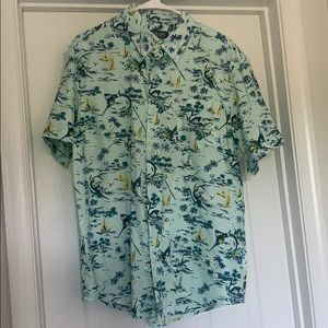 CHAPS untucked Mint Beach Casual Button down